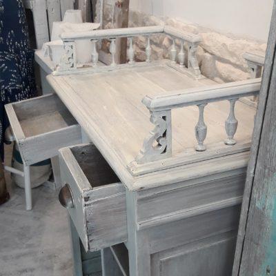 comptoir vintage tiroirs ouverts de profil